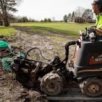 Trädgårdsgrävning i Låstad med en liten maskin